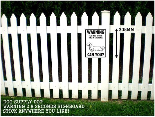 ダックスフンド注意警告 英語サインボード アルミ看板:WARNING I CAN MAKE IT TO THE FENCE IN 2.8 SECONDS CAN YOU?[MADE IN U.S.A]