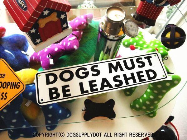 DOGS MUST BE LEASHED アルミ製スモールサインボード